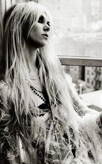 Taylor Momsen Taylor15