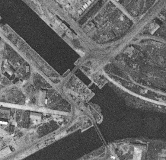 les ponts de Caen sur l'Orne à la date du 6 juin 1944 Ecluse13