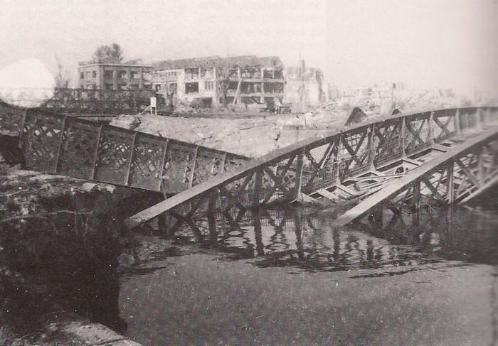 les ponts de Caen sur l'Orne à la date du 6 juin 1944 Pont-m10