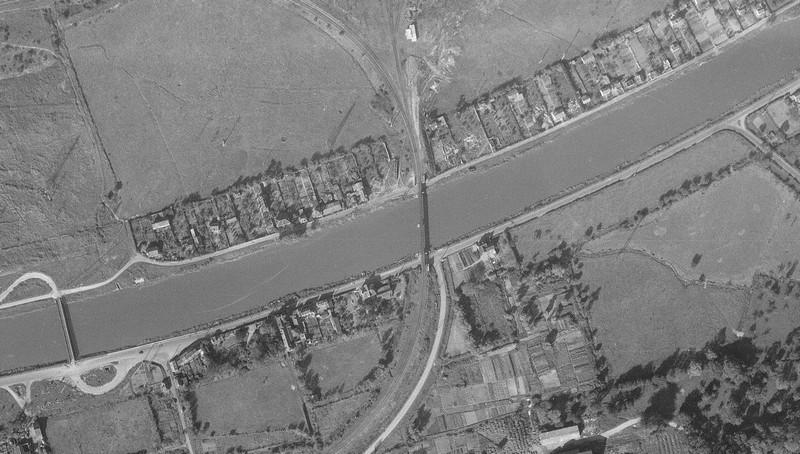 les ponts de Caen sur l'Orne à la date du 6 juin 1944 Pont-r10