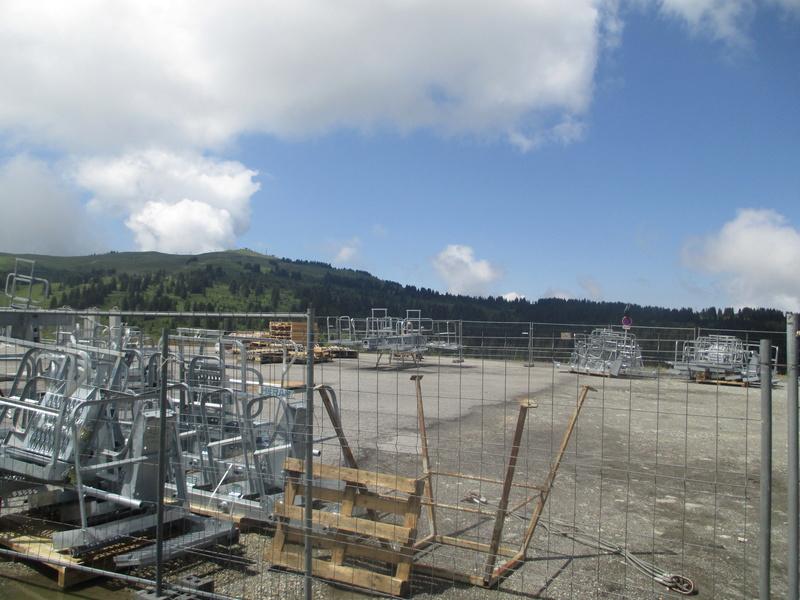 Construction du télésiège débrayable 6 places (TSD6) de Bisanne - Page 3 Img_2012