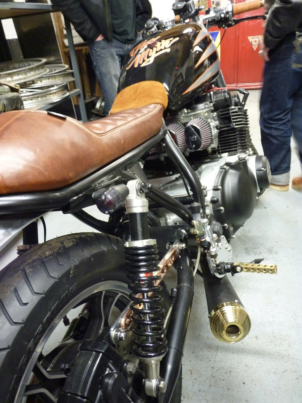 Aza project : GS 1100 G Brat Style - Page 3 P1130023
