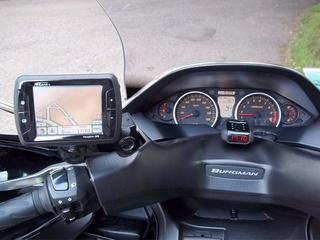 EQUIPER SON BURGMAN 400 POUR DES RAIDS ROUTIERS ! Suzuki10