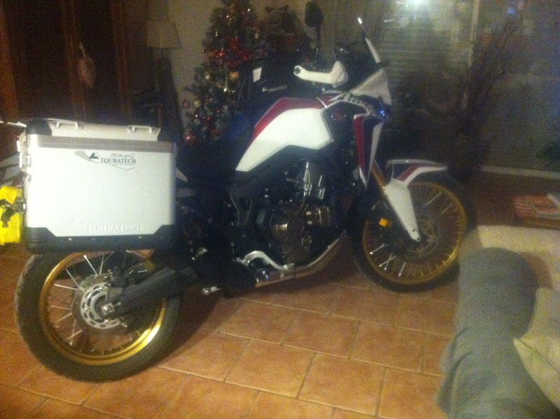 Valises Touratech sur CRF 1000 Africa Twin Img_0228