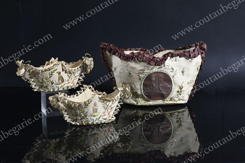 Vente de Souvenirs Historiques - aux enchères plusieurs reliques de la Reine Marie-Antoinette - Page 4 14863829