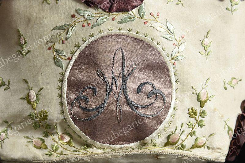 Vente de Souvenirs Historiques - aux enchères plusieurs reliques de la Reine Marie-Antoinette - Page 4 14863830