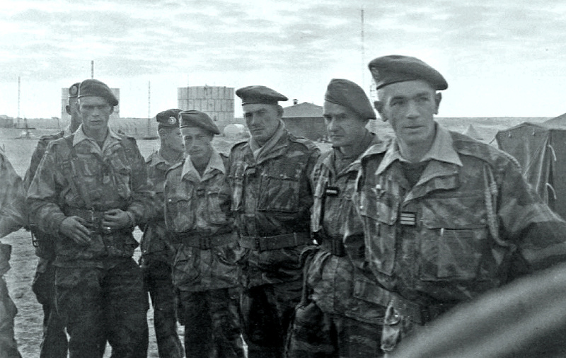 1 er Régiment Etranger de Parachutistes - Page 2 Loulou12