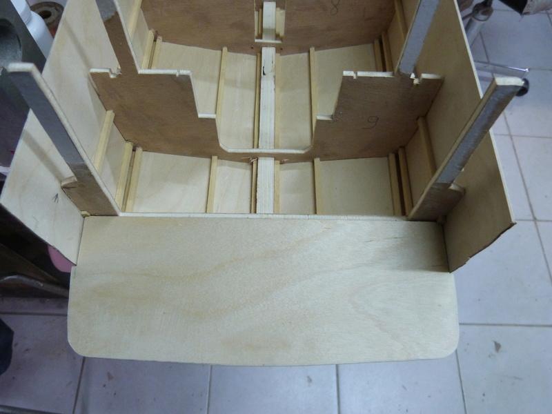 Yacht flybridge au 1/25eme - Page 2 P1070426