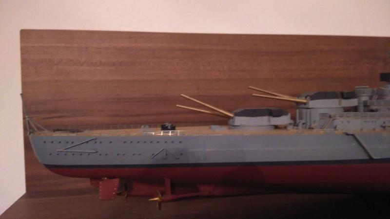 Bismarck mit Metallrohren und Metallreling, Revell 1/350  Img_2010