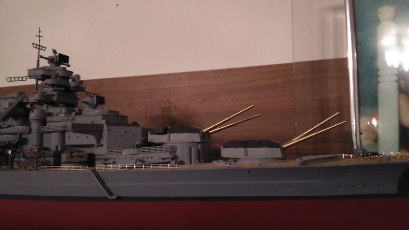 Bismarck mit Metallrohren und Metallreling, Revell 1/350  Img_2011