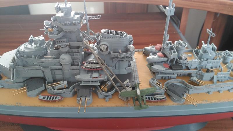 Bismarck mit Metallrohren und Metallreling, Revell 1/350  Img_2050