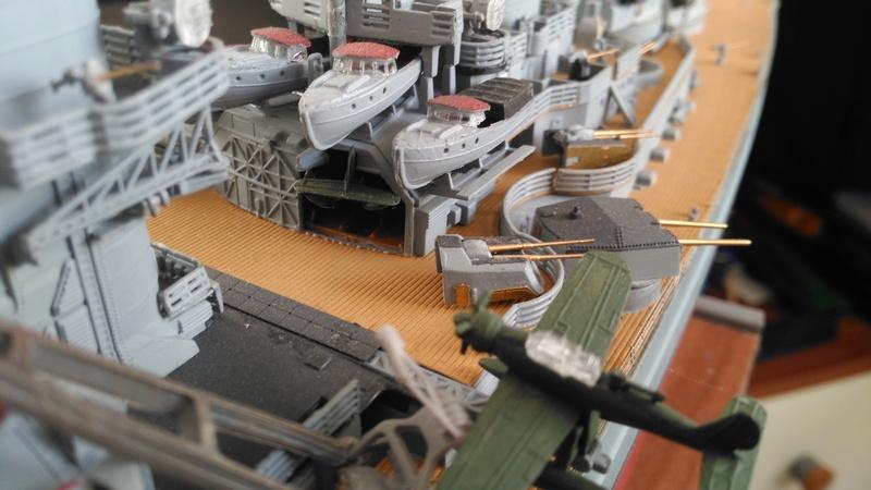 Bismarck mit Metallrohren und Metallreling, Revell 1/350  Img_2051