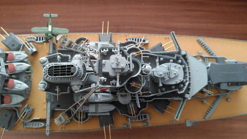 Bismarck mit Metallrohren und Metallreling, Revell 1/350  Img_2052