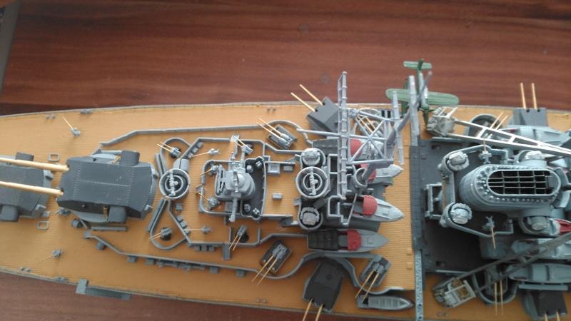Bismarck mit Metallrohren und Metallreling, Revell 1/350  Img_2054