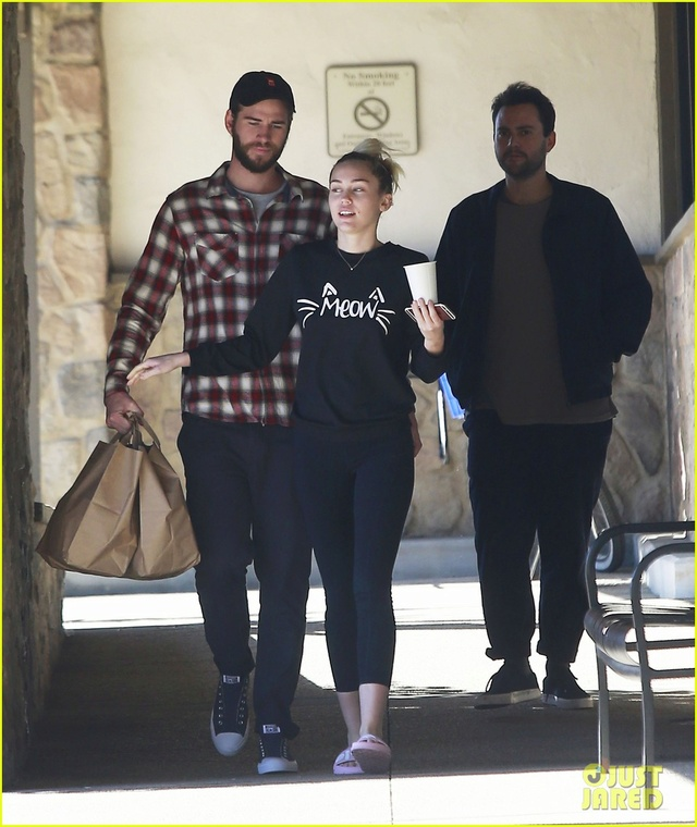 Miley Cyrus and Liam Hemsworth spent some quality time together this past week! Miley-12