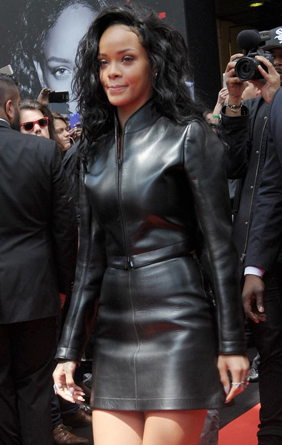 cool ways  to look  hot in leather Ri210