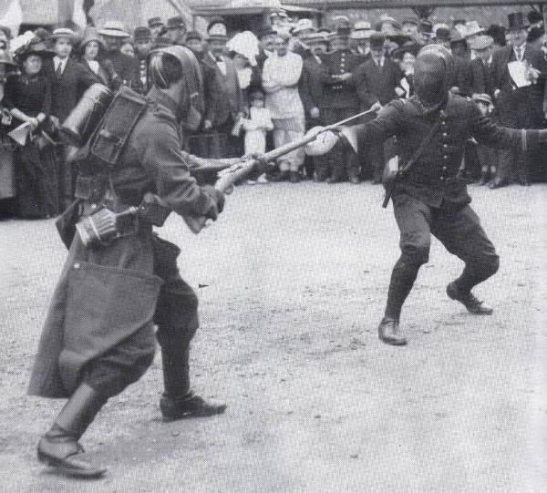 Que pensez vous de ce R35 et sa baionette ????? - Page 6 Rosali12