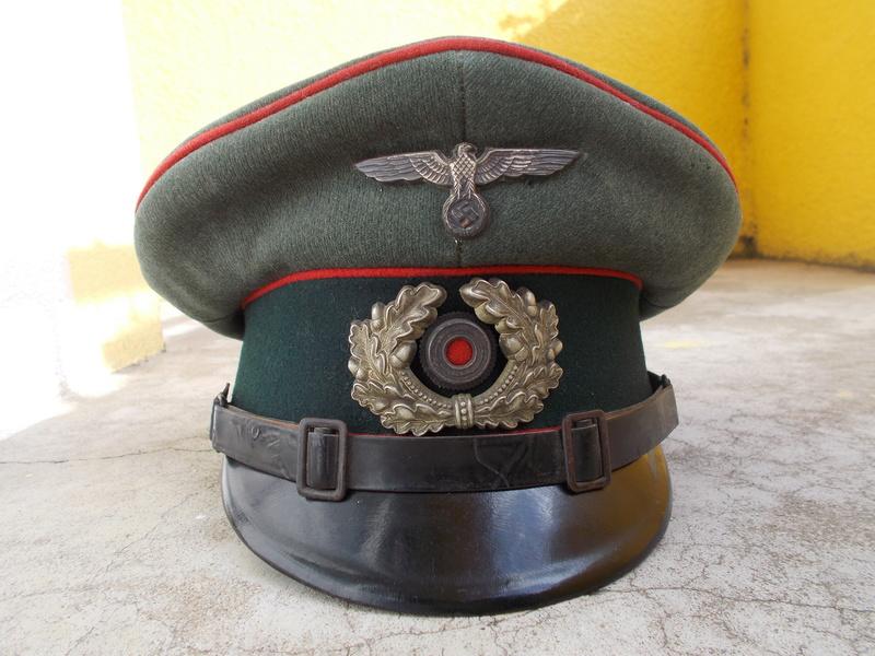 2 casquettes sous off de 1936 Dscn2311