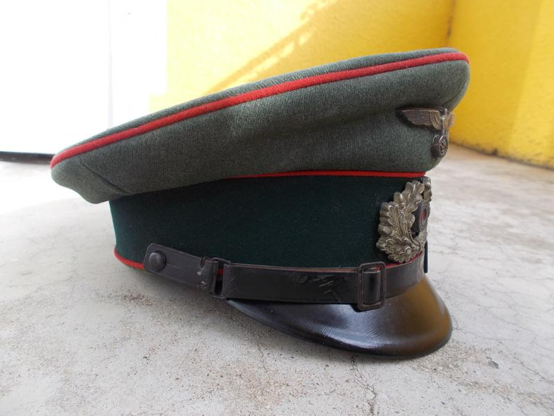 2 casquettes sous off de 1936 Dscn2313
