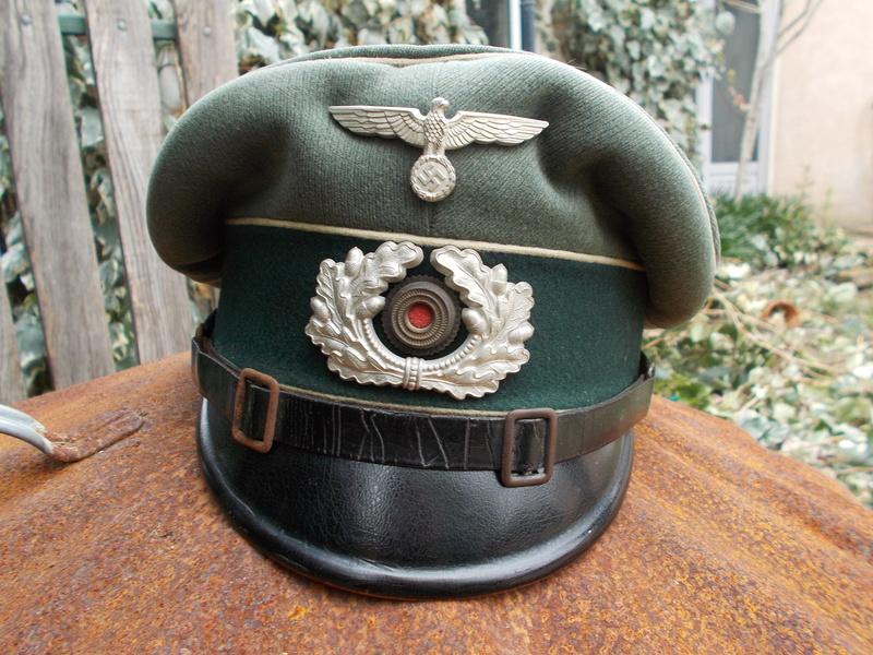 2 casquettes sous off de 1936 Dscn4725