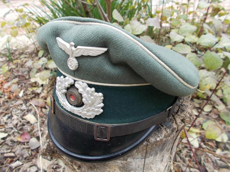 2 casquettes sous off de 1936 Dscn4728