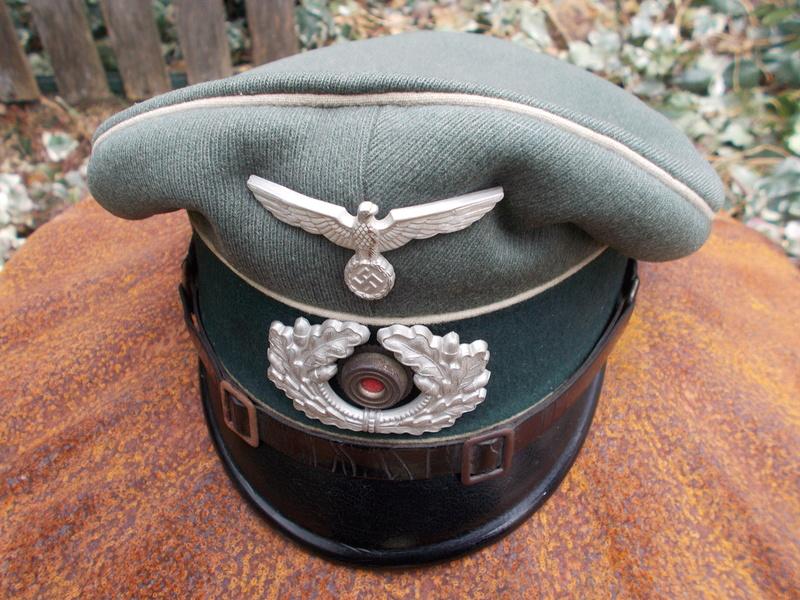 2 casquettes sous off de 1936 Dscn4729
