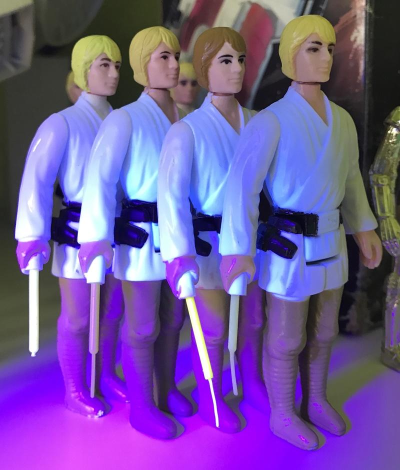 Do ALL original saber glow under UV? Fullsi47