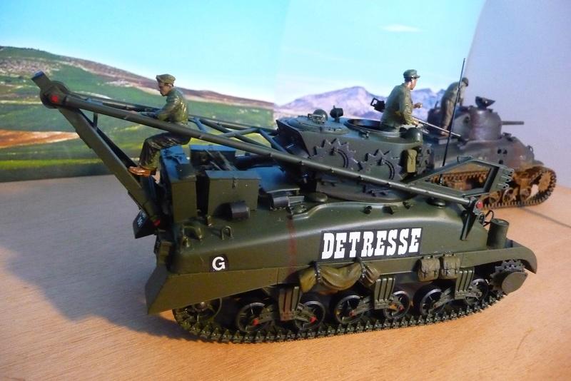 ITALERI 1/35 éme= Récupération d'un Sherman détruit par un Discovery . P1070127
