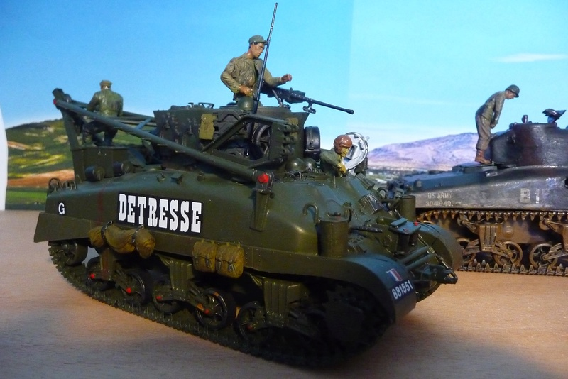 ITALERI 1/35 éme= Récupération d'un Sherman détruit par un Discovery . P1070128