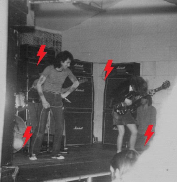 1977 / 03 / 17 - UK, Manchester, Electric Circus 17_mar10