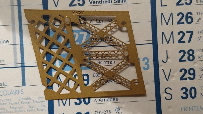 Numéro 49 - Je construis la Tour Eiffel - La tour Eiffel vue de haut - Page 2 Dsc_0010