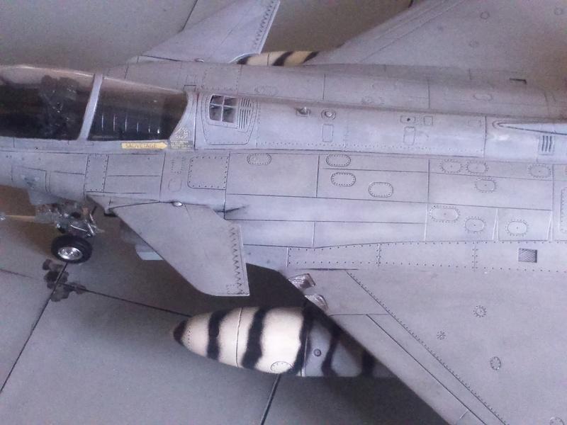 Dassault Rafale M bomb & rack Dsc_0058