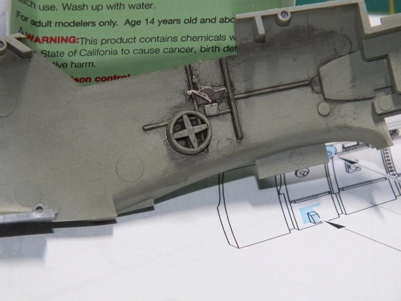 BF109E-3 Tamiya 1/48 ref:61050 avec verrière MSK et photo découpe Eduard Zoom. Dscf0540