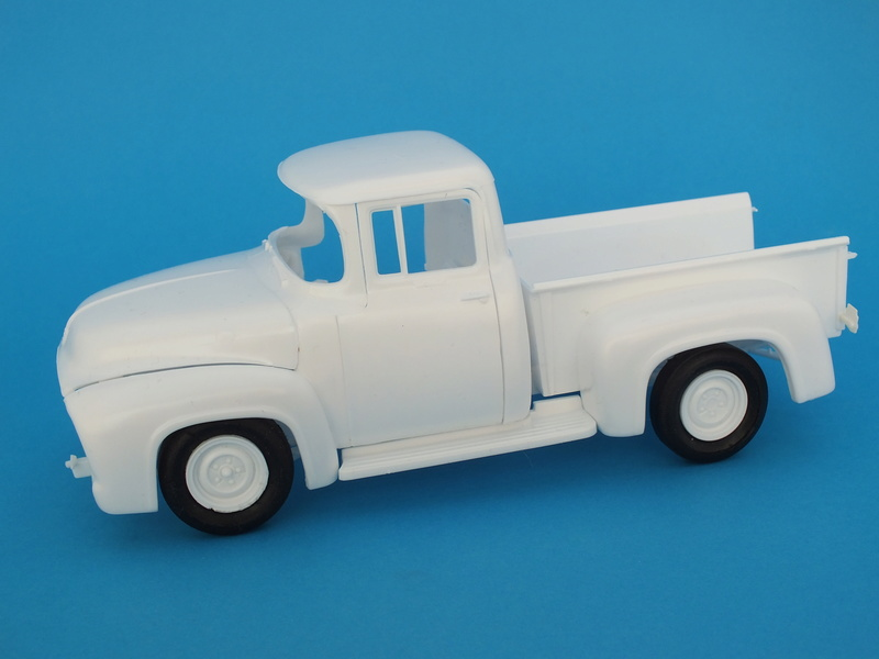 Ford'56 F-100 Pick up Revell 85-4914 1/25. Le montage Dscf0670