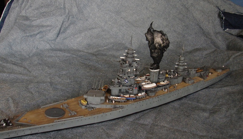 [1/400] diorama cuirassé Dunkerque à Mers El-Kébir 1940. - Page 6 Dsc00411