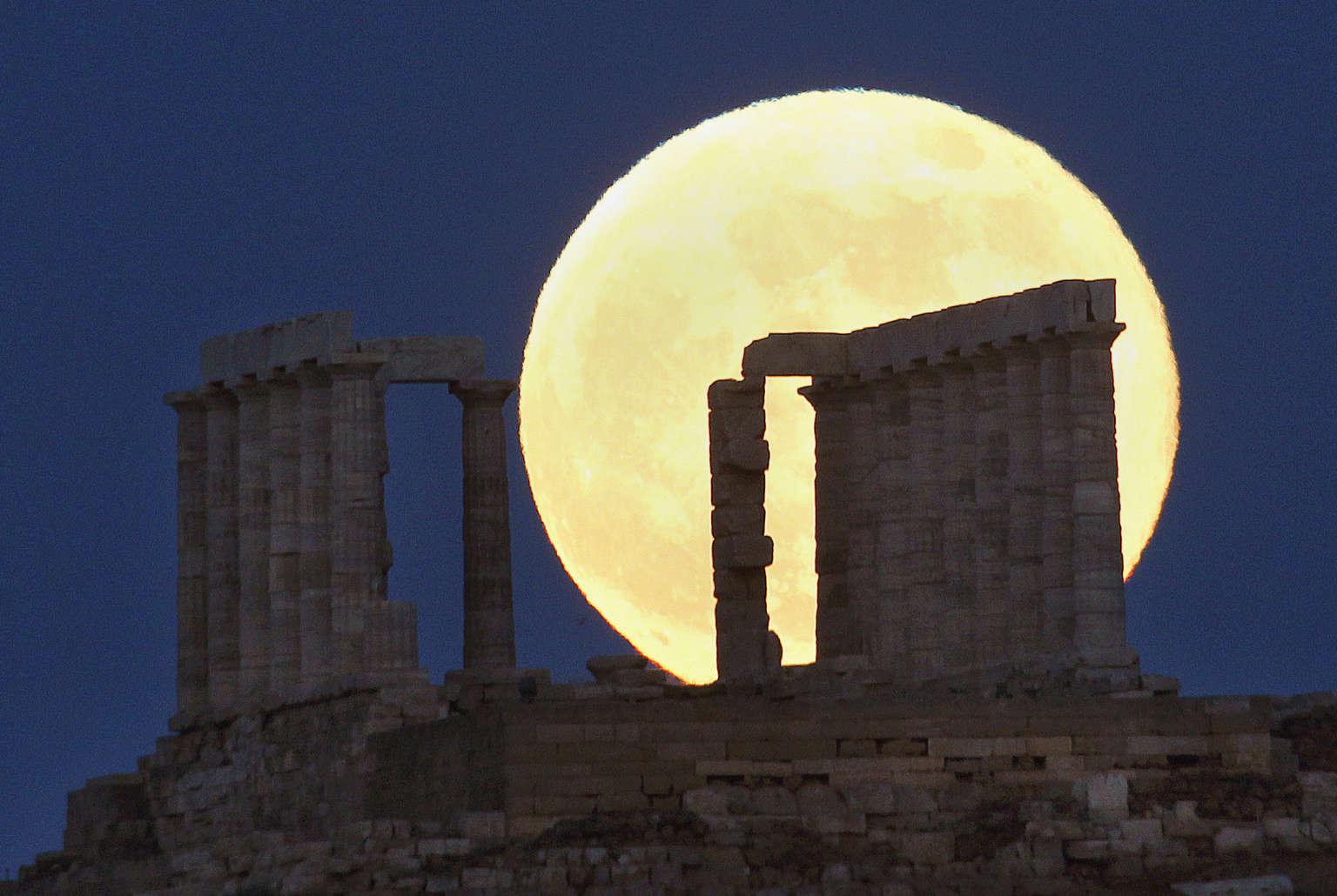 "Lundi soir, une exceptionnelle ""Super Lune"" illuminera le ciel. Cv0cgw10"