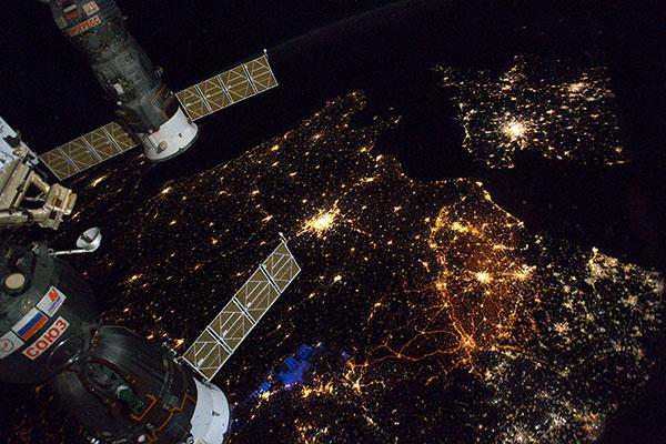 La station spatiale internationale survole la France : observez-la ! Paris_10