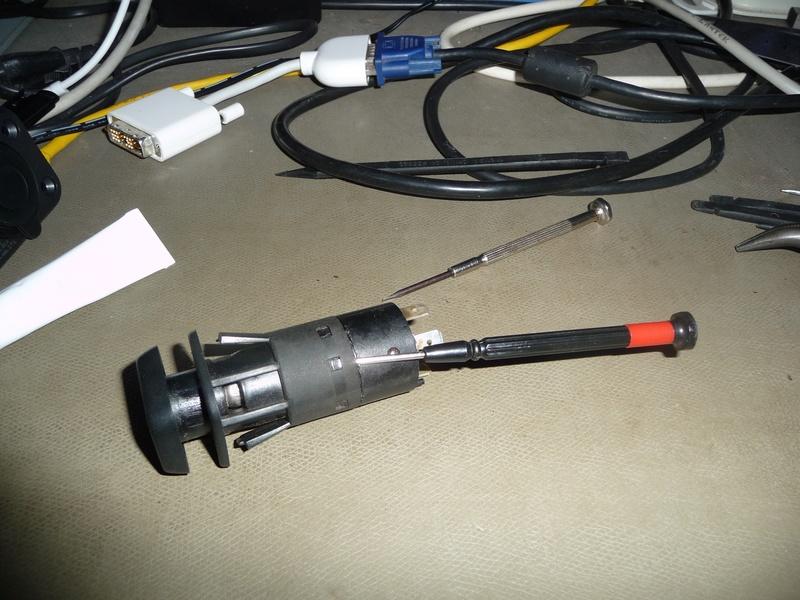 Circuit électrique lampe et connecteur 1300L  Image210