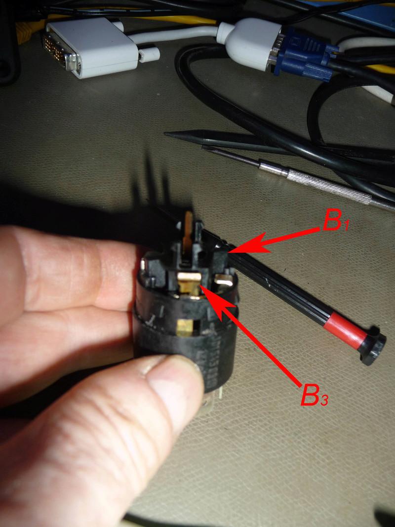Circuit électrique lampe et connecteur 1300L  Image710