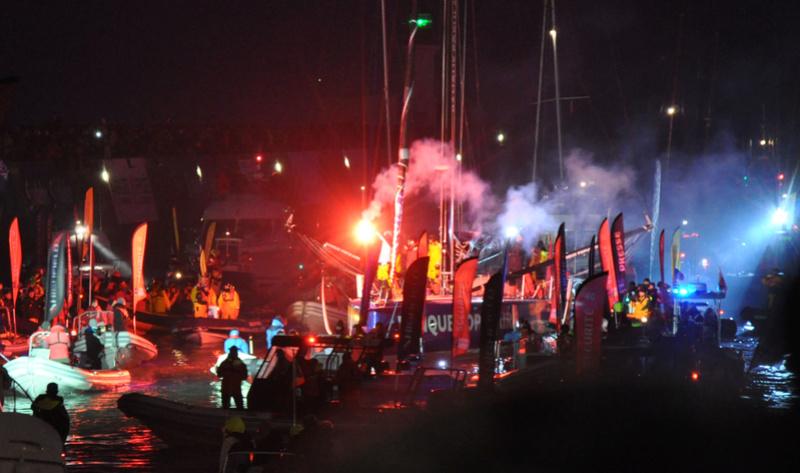 L'arrivée aux Sables d'Olonne d' Armel Lecleac'h (Vendée Globe 2016) Arr110