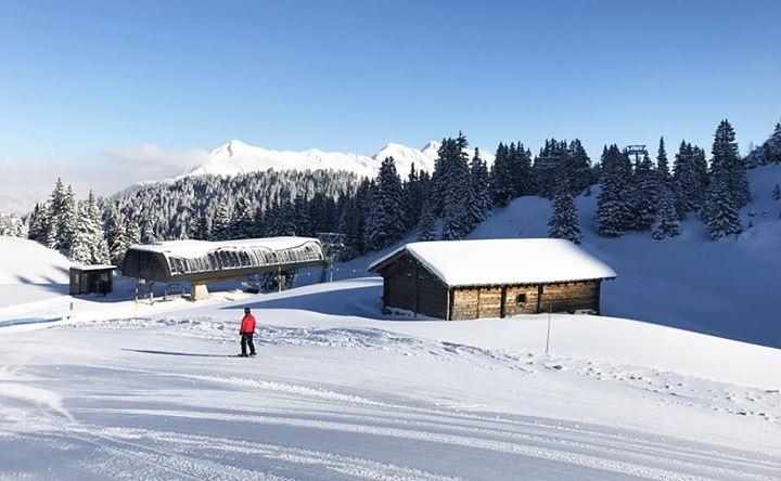 """Construction de télésièges dans le domaine """"Diablerets-Villars-Gryon (Suisse)"""" - Page 2 Img_4624"""
