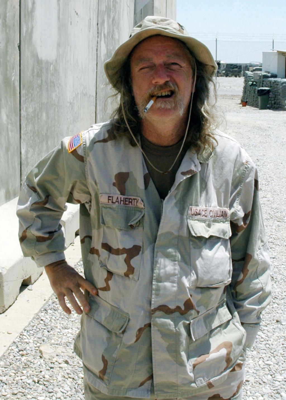 REFERENCE PHOTOS: Civilian Contractors in US Military Uniforms Da-sd-10