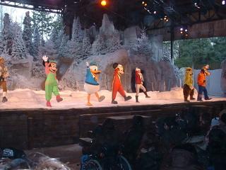 Anciens spectacles et parades de Disneyland Paris - Page 12 Dscf0016