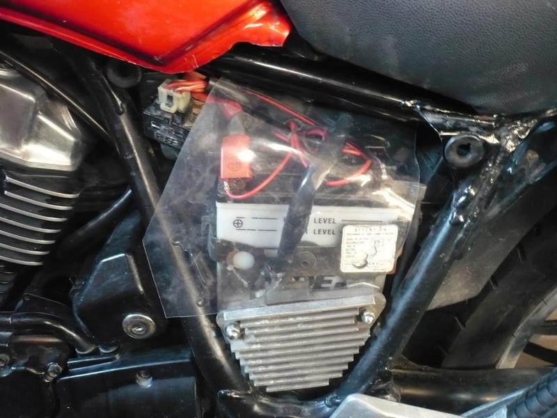 VT500C : capot de batterie d'origine ? P1060319