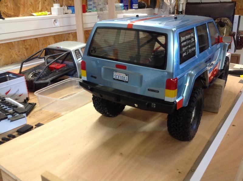 Nouveau Scx10 II Jeep Cherokee Kit ou RTR VS Scx10 v1 - Page 2 Img_1023