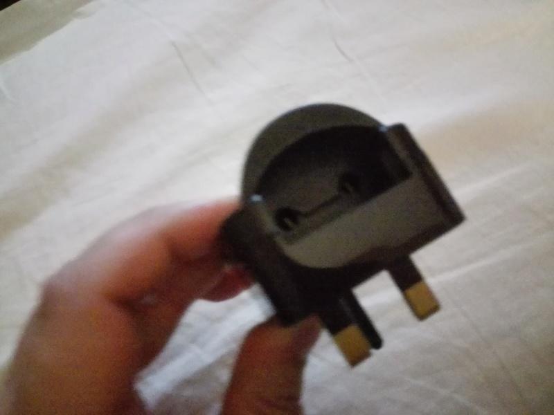 Lettore CD con presa elettrica UK Img_2024