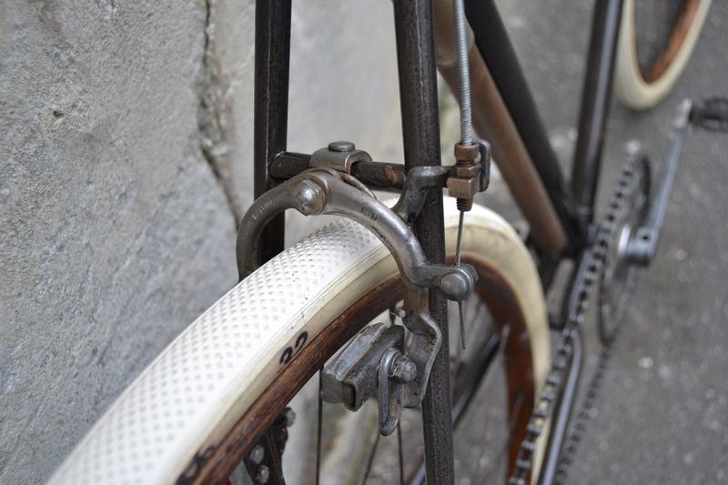 Cadre Peugeot de 1939 devenu véritable bicyclette - Page 2 Dsc_0125
