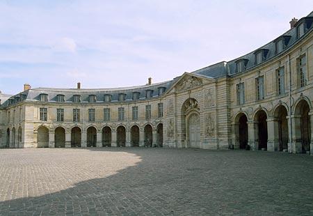 Enfin !   Réouverture de la Galerie des Carrosses à Versailles - Page 3 02010110