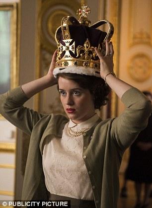 Série The Crown : le règne de la reine Elisabeth II - Page 3 31504b10