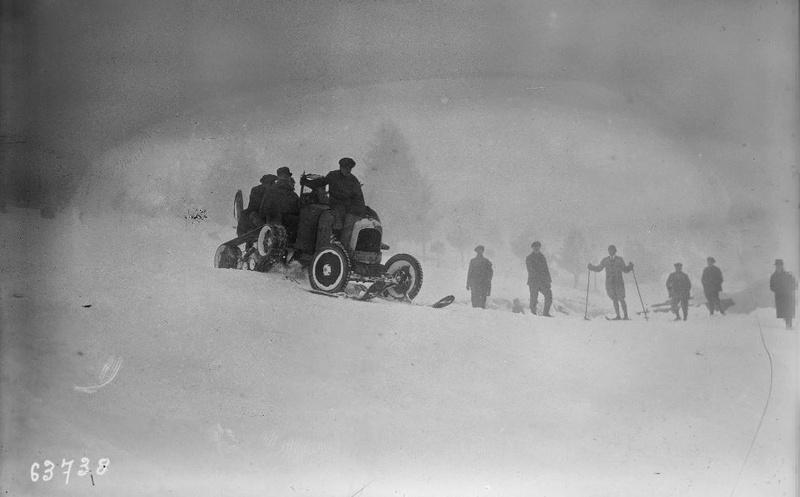 Concours de chars de montagne  au Mont Revard 13103